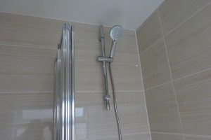 Tavistock Quantum Thermostatic Bar Valve Shower with riser