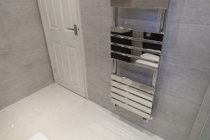 Flat panel chrome towel warmer wall mounted