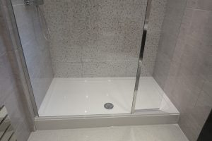 Merlyn Ionic Showerwall Panel 1000mm with 300mm swivel panel