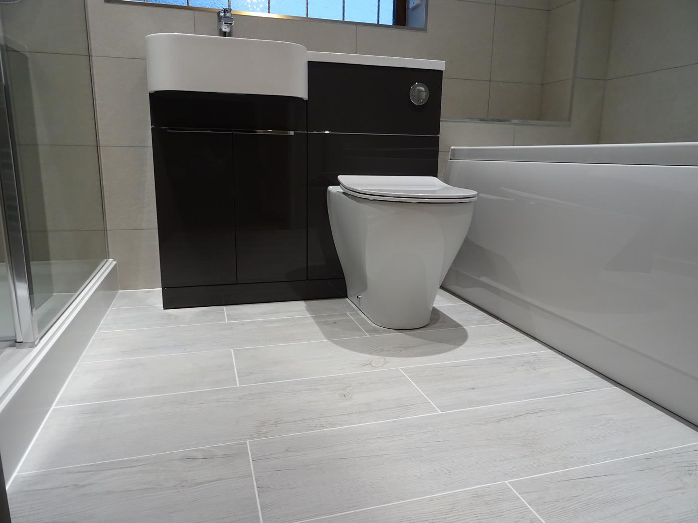Wood Effect Tiled Bathroom Floor