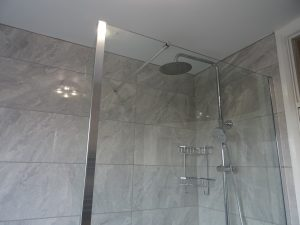 Walk in shower with fixed glass 8mm shower screen